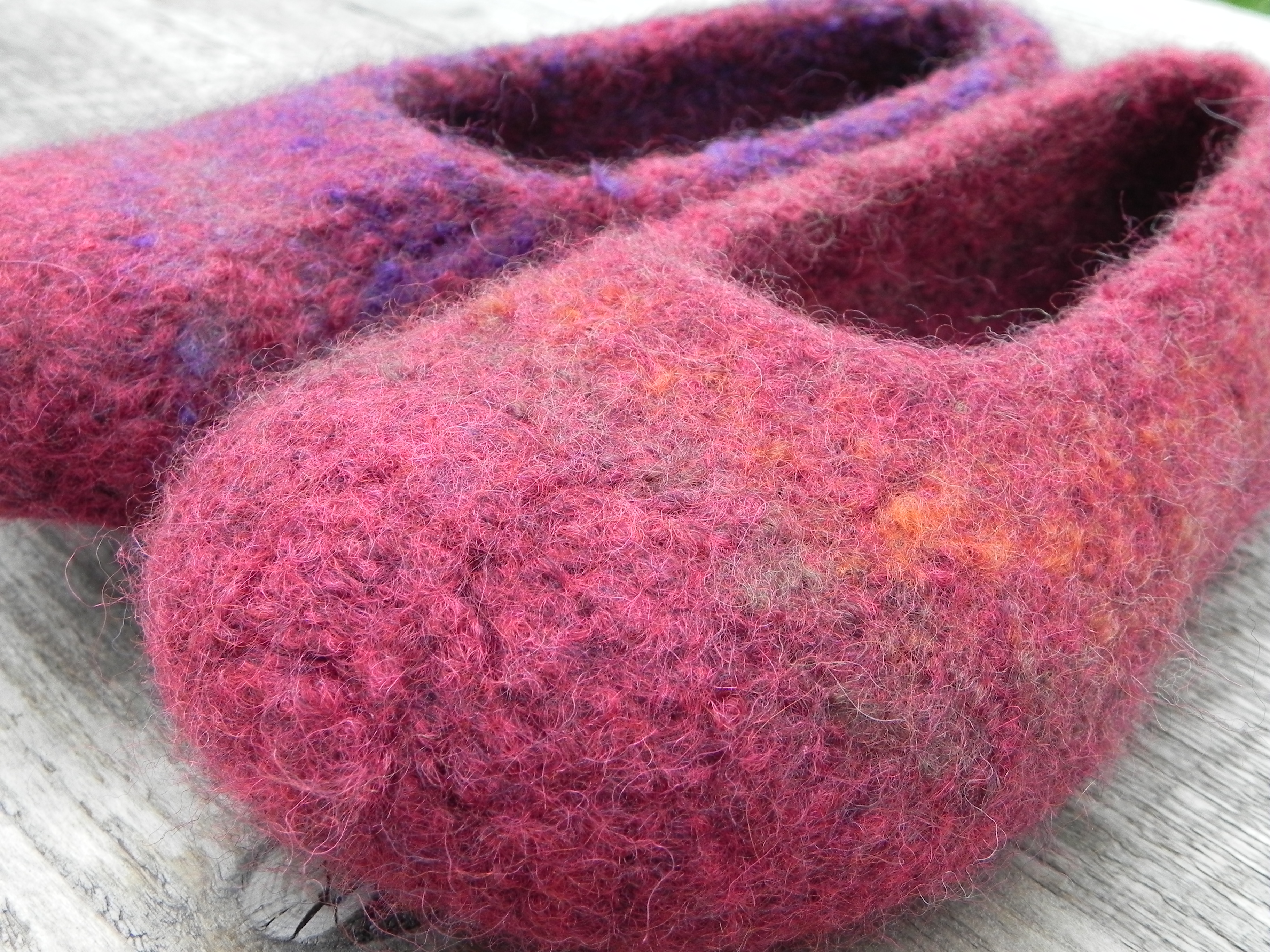 Knitting Easy Slippers : Easy to knit slippers knitting and crochet patterns